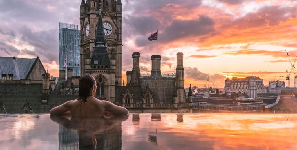 Hotels with a pool in Manchester